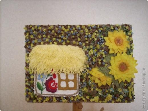 Моя Квiтуча Украiна (моя цветущая Украина). Решила отойти от формы веночков и сделать оберег в форме картины. Назвала цветущей Украиной, потому что когда у нас всё зацветает - это буйство красок. Фон как в гобеленовой вышивке - заполнен. фото 1