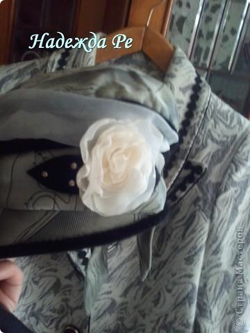 цветочков наделала разных,некоторые пристроились на стене,а некоторые нашли себе местечко на подушечке,на пальто и шляпках фото 9