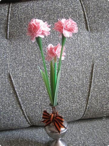 гвоздики во всей красе из салфеток фото 2
