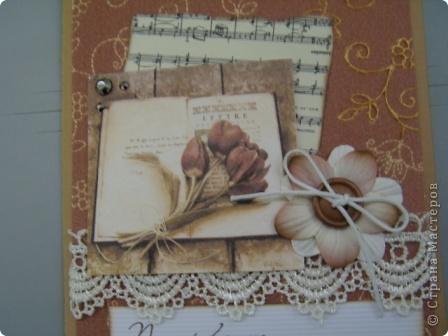 Здравствуйте, моя вторая открытка, осваиваю, так сказать, скрап. Использовала: картон, кружева, готовый цветок, вощеный шнур,  деревянная пуговица, фон и картинка - распечатки на акварельной бумаге, ноты распечатала на состаренной в кофе бумаге, края обожгла на плите (ну не было у меня тогда замечательной штемпельной подушечки), надпись взята у М.Абрамовой, края также обработаны на электрической плите фото 2