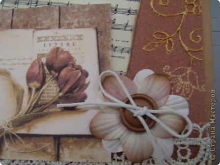 Здравствуйте, моя вторая открытка, осваиваю, так сказать, скрап. Использовала: картон, кружева, готовый цветок, вощеный шнур,  деревянная пуговица, фон и картинка - распечатки на акварельной бумаге, ноты распечатала на состаренной в кофе бумаге, края обожгла на плите (ну не было у меня тогда замечательной штемпельной подушечки), надпись взята у М.Абрамовой, края также обработаны на электрической плите фото 3