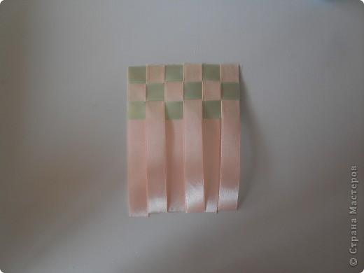 Самая простая салфетка из лент)) Это мой первый мк! Материалы: 1. Ленты 2. Клей (у меня плиточный) 3. Ножницы фото 5