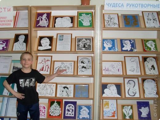 Привет! Хочу сообщить радостную новость! Моя выставка переехала в библиотеку моей школы! Сейчас моими работами любуются и интересуются. Учителя и ученики, даже поступили предложения на покупку картин. Если получится продать куплю новою краску. фото 1