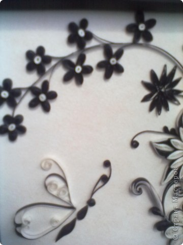 Очень понравилась работа Натальи-К  http://stranamasterov.ru/node/211819 . Сделала рамку из бумаги для пастели, но  получилась маленькой, вот и тесновато для цветов стало. Фон делала сухой пастелью. фото 4