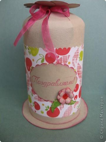 Комплект для поздравления с Днём рождения маленькой девочке. Другой детской бумажки никакой не оказалось, поэтому взяла такую с яблочками и вишенками. фото 2