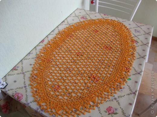 Это кашпо для цветочного горшка из рукава старой кофты.  Я распустила столько, что бы осталось по высоте горшочка.  фото 10
