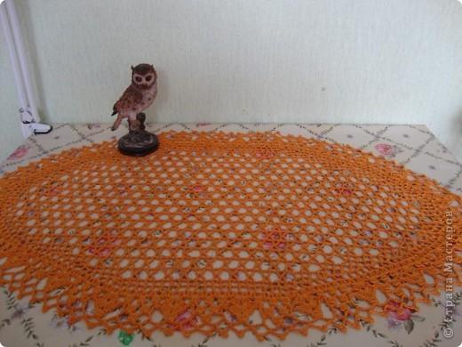 Это кашпо для цветочного горшка из рукава старой кофты.  Я распустила столько, что бы осталось по высоте горшочка.  фото 9