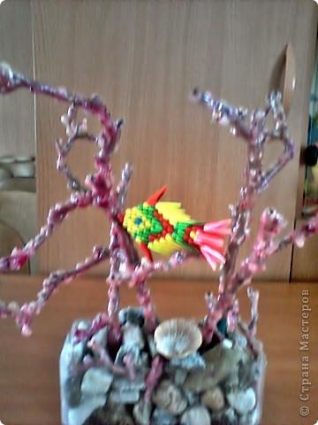 РЫБКА СРЕДИ КОРАЛЛОВ рыбка сделана в технике оригами.  кораллы из парафиновых свечей