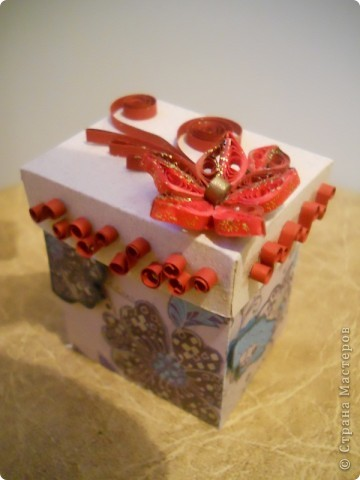вот моя первая коробочка, в нее мы с дочкой положили маленькие шоколадки, теперь понесем в садик угощать воспитательницу. фото 2