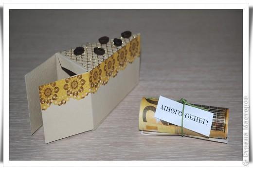 Одна девочка попросила сделать СУПЕР-открытку для любимой тёти......... идея не моя, найдена на просторах Инета. Тортик состоит из 12 кусочков, в каждом из которых пожелание и небольшой предметик, соответствующий пожеланию )) фото 3