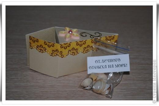 Одна девочка попросила сделать СУПЕР-открытку для любимой тёти......... идея не моя, найдена на просторах Инета. Тортик состоит из 12 кусочков, в каждом из которых пожелание и небольшой предметик, соответствующий пожеланию )) фото 5