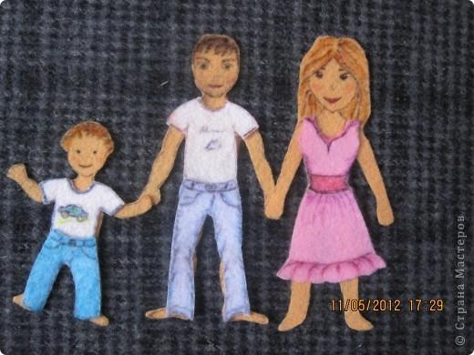 Человечки и одежда сделаны из салфеток для пыли. Я нарисовала на салфетки и вырезала и все! Теперь можно крепить на фланелеграф, держится и без липучек.  фото 2