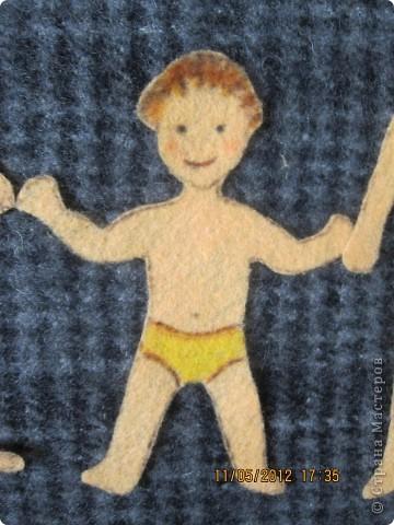 Человечки и одежда сделаны из салфеток для пыли. Я нарисовала на салфетки и вырезала и все! Теперь можно крепить на фланелеграф, держится и без липучек.  фото 5