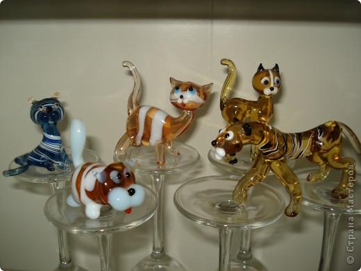 Дорогие мастерицы! Обещала я показать свою коллекцию кошек.  Начало ей положила вот эта фигурка, подаренная мне на д.р. 18 лет назад. Ее размер 2,5 см. фото 5