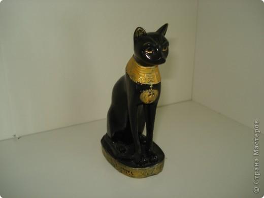 Дорогие мастерицы! Обещала я показать свою коллекцию кошек.  Начало ей положила вот эта фигурка, подаренная мне на д.р. 18 лет назад. Ее размер 2,5 см. фото 8