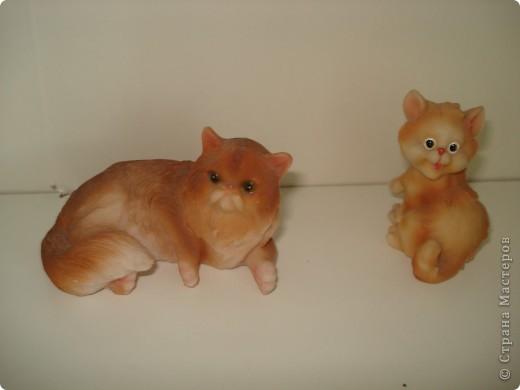 Дорогие мастерицы! Обещала я показать свою коллекцию кошек.  Начало ей положила вот эта фигурка, подаренная мне на д.р. 18 лет назад. Ее размер 2,5 см. фото 12