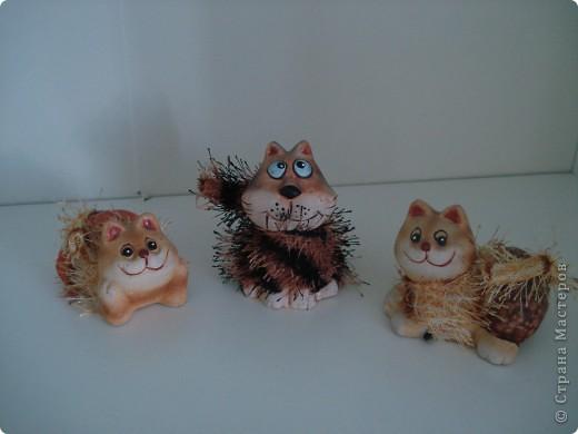 Дорогие мастерицы! Обещала я показать свою коллекцию кошек.  Начало ей положила вот эта фигурка, подаренная мне на д.р. 18 лет назад. Ее размер 2,5 см. фото 14