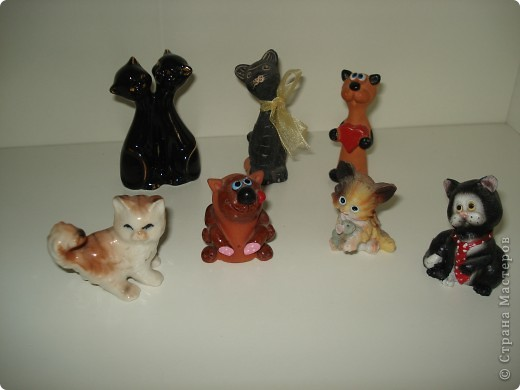 Дорогие мастерицы! Обещала я показать свою коллекцию кошек.  Начало ей положила вот эта фигурка, подаренная мне на д.р. 18 лет назад. Ее размер 2,5 см. фото 15