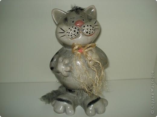 Дорогие мастерицы! Обещала я показать свою коллекцию кошек.  Начало ей положила вот эта фигурка, подаренная мне на д.р. 18 лет назад. Ее размер 2,5 см. фото 21