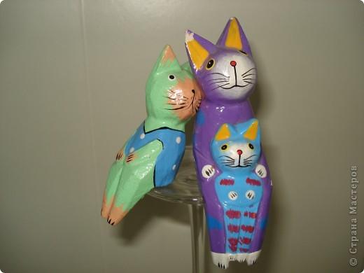 Дорогие мастерицы! Обещала я показать свою коллекцию кошек.  Начало ей положила вот эта фигурка, подаренная мне на д.р. 18 лет назад. Ее размер 2,5 см. фото 24