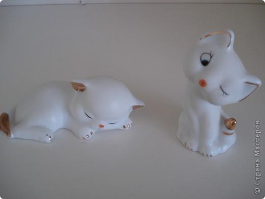 Дорогие мастерицы! Обещала я показать свою коллекцию кошек.  Начало ей положила вот эта фигурка, подаренная мне на д.р. 18 лет назад. Ее размер 2,5 см. фото 26