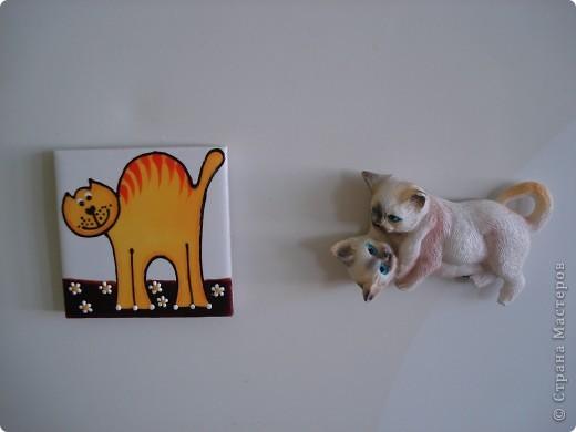 Дорогие мастерицы! Обещала я показать свою коллекцию кошек.  Начало ей положила вот эта фигурка, подаренная мне на д.р. 18 лет назад. Ее размер 2,5 см. фото 30
