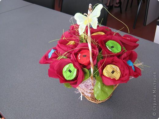 Очень люблю полевые цветы. А если добавить конфет, получится неплохой подарок на день рождения. фото 5