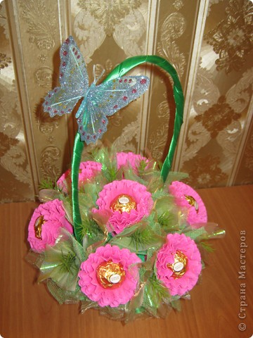 Очень люблю полевые цветы. А если добавить конфет, получится неплохой подарок на день рождения. фото 7