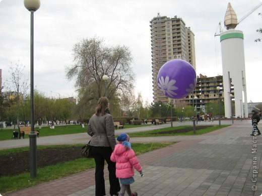В этот день в городе было много цветов, цветов для погибших солдат и для ветеранов войны. фото 33