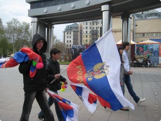В этот день в городе было много цветов, цветов для погибших солдат и для ветеранов войны. фото 20