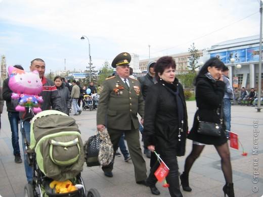 В этот день в городе было много цветов, цветов для погибших солдат и для ветеранов войны. фото 41