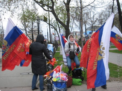 В этот день в городе было много цветов, цветов для погибших солдат и для ветеранов войны. фото 23