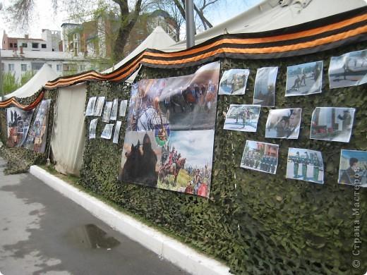 В этот день в городе было много цветов, цветов для погибших солдат и для ветеранов войны. фото 54