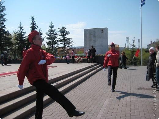 В этот день в городе было много цветов, цветов для погибших солдат и для ветеранов войны. фото 44