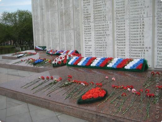 В этот день в городе было много цветов, цветов для погибших солдат и для ветеранов войны. фото 14