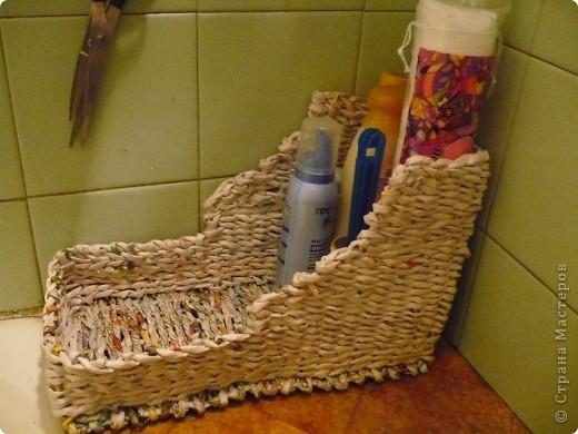 Плетёнка под разные мелкие и высокие флаконы в ванную комнату