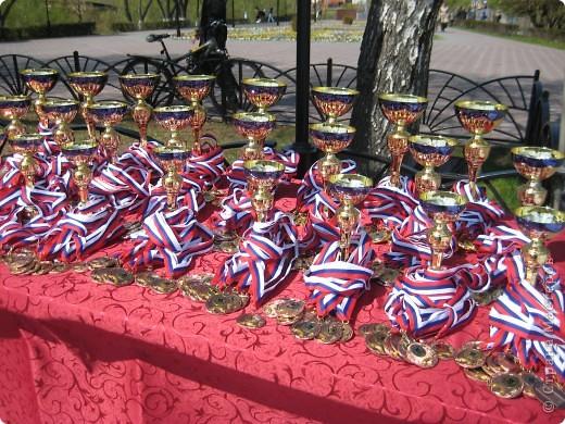 В этот день в городе было много цветов, цветов для погибших солдат и для ветеранов войны. фото 80