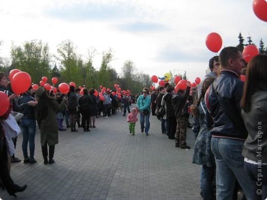 В этот день в городе было много цветов, цветов для погибших солдат и для ветеранов войны. фото 86
