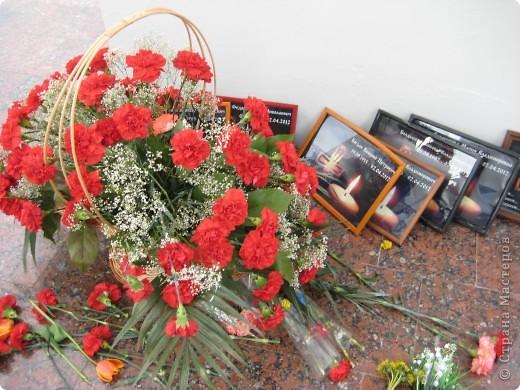 В этот день в городе было много цветов, цветов для погибших солдат и для ветеранов войны. фото 89