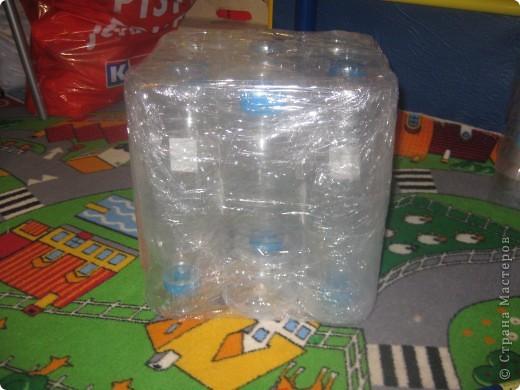 Пуфик-кубик из пластиковых бутылок (внутри) фото 1