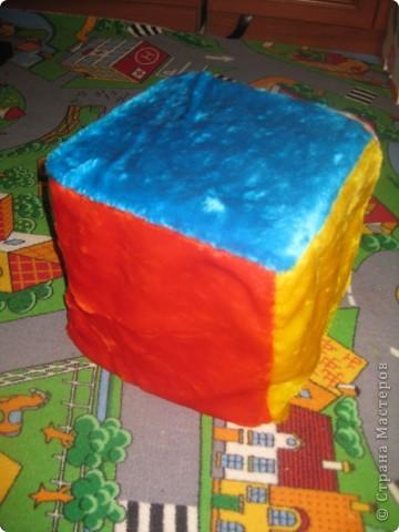 Пуфик-кубик из пластиковых бутылок (внутри) фото 2