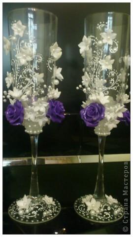 Подобную бутылочку я уже делала,а это набор,сто раз пожалела,что фиолетовые розы сделала,лучше были бы белые,да и с бисером переборщила.Никак не могу от бисеромании вылечиться фото 2