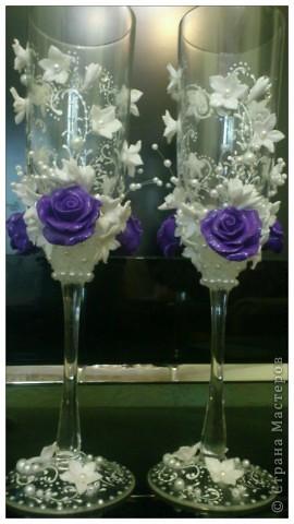 Подобную бутылочку я уже делала,а это набор,сто раз пожалела,что фиолетовые розы сделала,лучше были бы белые,да и с бисером переборщила.Никак не могу от бисеромании вылечиться фото 3