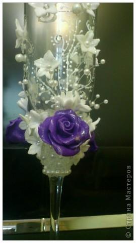 Подобную бутылочку я уже делала,а это набор,сто раз пожалела,что фиолетовые розы сделала,лучше были бы белые,да и с бисером переборщила.Никак не могу от бисеромании вылечиться фото 4