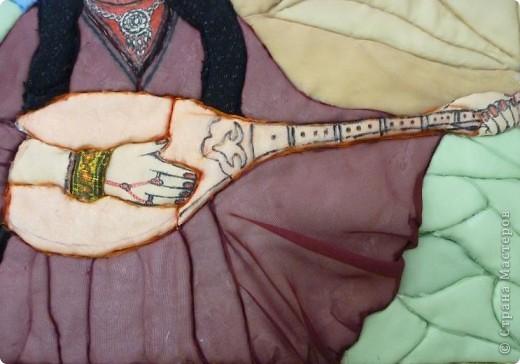 """Картину """"Девушка с домброй"""" в технике """"Пэчворк по пенопласту"""" выполнила моя ученица 8 """"В"""" класса Умарова Надира.  фото 6"""