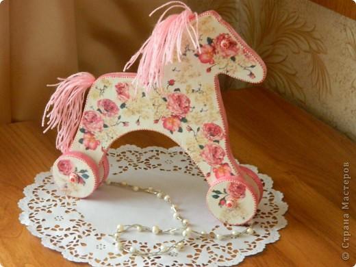 Всем привет!!! Моя кумушка увидала у меня лошадку и захотела для своей дочки такую же. Благо ,что муж таких может много смастерить. фото 1
