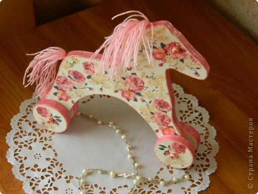 Всем привет!!! Моя кумушка увидала у меня лошадку и захотела для своей дочки такую же. Благо ,что муж таких может много смастерить. фото 2