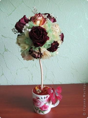 После дня рождения дочери осталось много роз, засушила и вот представила вам  очередной топиарчик из засушенных роз. фото 1