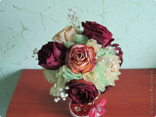 После дня рождения дочери осталось много роз, засушила и вот представила вам  очередной топиарчик из засушенных роз. фото 5