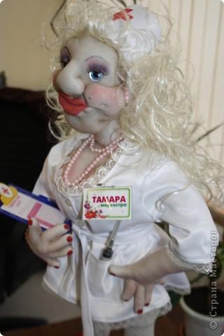 Эта медсестра уехала во Францию, в подарок крутому дяде - Президенту Гильдии продюсеров. фото 1